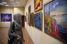 Не стесняйтесь разузнать о художниках и галереях в интернете